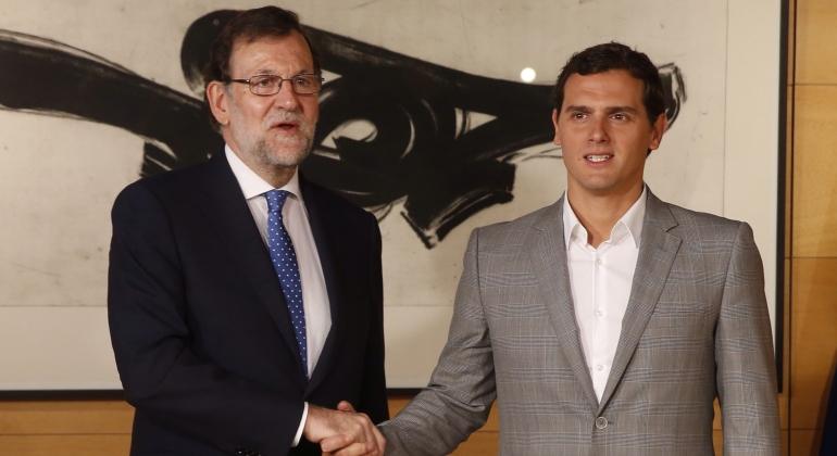 ¿Cuánto mide Albert Rivera? - Estatura real: 1,80 RajoyRivera-reunionpost26J-12julio2016-EFE