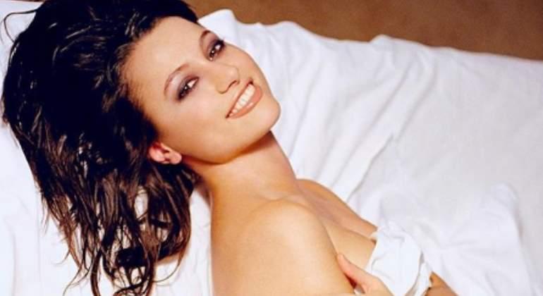 Natalia Verbeke Posa Desnuda En La Cama Para Dar Los Buenos Días