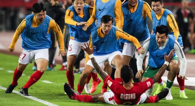 Paulinho celebra un gol con el Guangzhou Evergrande en la Superliga china.  Foto  Getty 15c332e04eda0