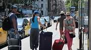 turistas-barcelona-maletas-ep.jpg