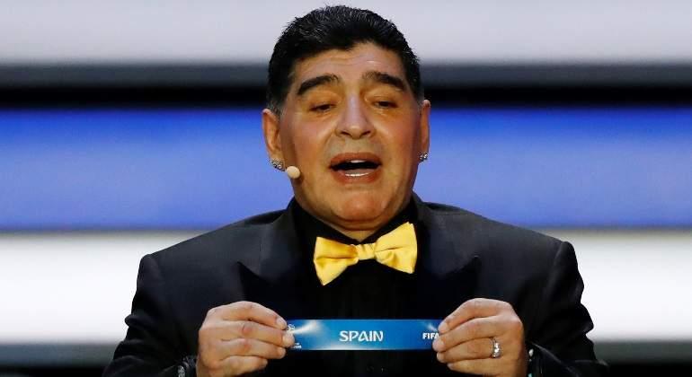 maradona-sorteo-mundial-papeleta-espana-reuters.jpg