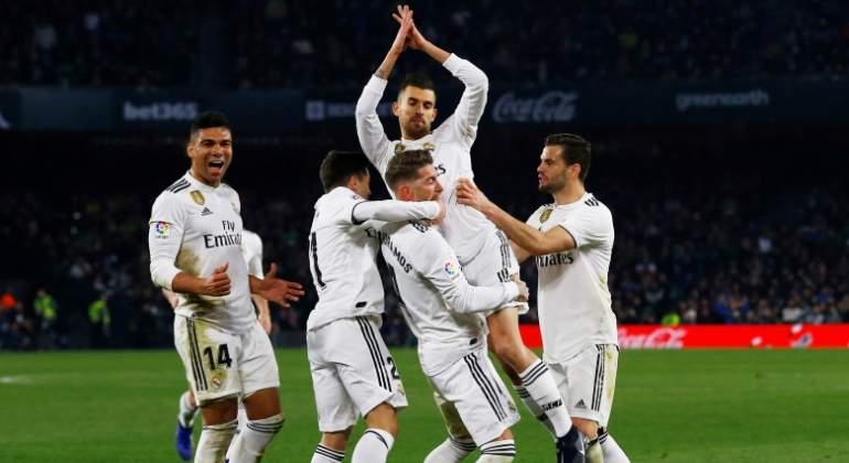 Dani Ceballos rescata de falta al Real Madrid en el minuto 88 y da tres puntos vitales ante el Betis