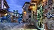 santillana-mar-luces-tienda-noche-dreamstime.jpg