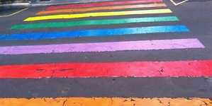 El CSIT critica los pasos de cebra del Orgullo Gay por no ser reglamentarios