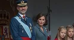 Doña Letizia acierta con su look: seriedad, elegancia y respeto a la solemnidad del día
