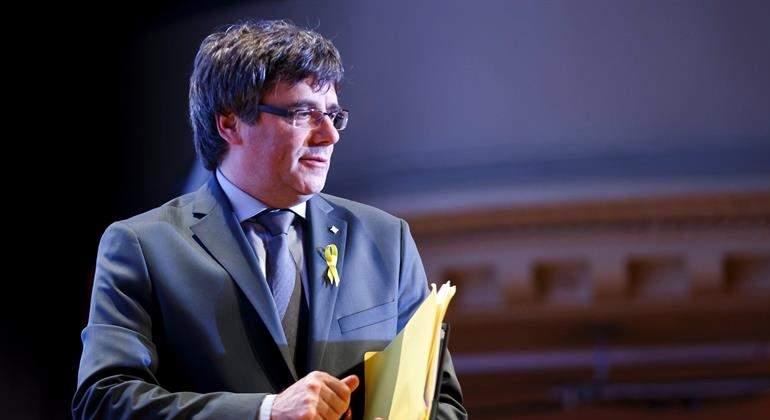 Puigdemont se reúne con Anna Gabriel... pero no para negociar