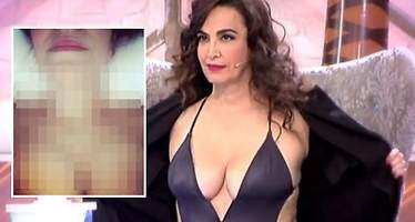 Cristina Rodríguez enseña los pechos para demostrar que no se los ha reducido