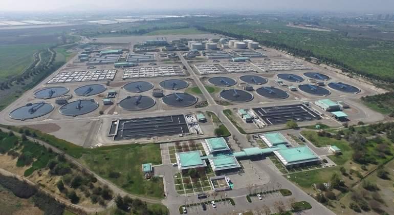Biofactora de tratamiento de agua de Aguas Andinas propiedad de Suez en Chile