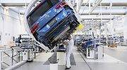 robot-fabrica-coches-volkswagen-operario-770.jpg