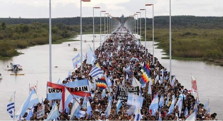 protesta-argentina-uruguay-gualeguaychu-reuters-770x420.jpg