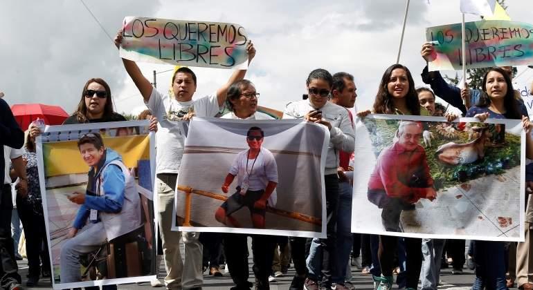 manifestacion-liberacion-periodistas-conductor-el-comercio-ecuador-colombia-reuters-770x420.jpg