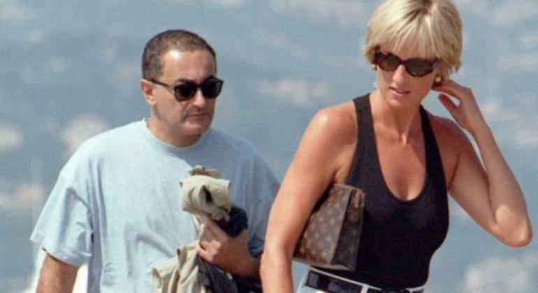 Lady Di Y Dodi Al Fayed Cómo Se Fotografió El Beso De Los Cuatro