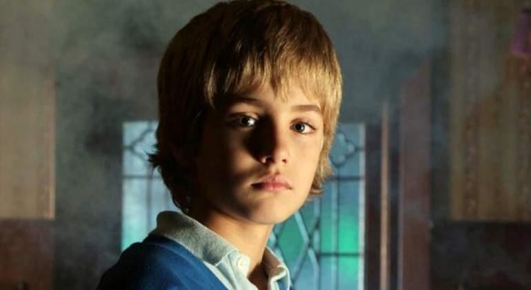 El increbíble cambio físico de Lucas, de 'El Internado': así