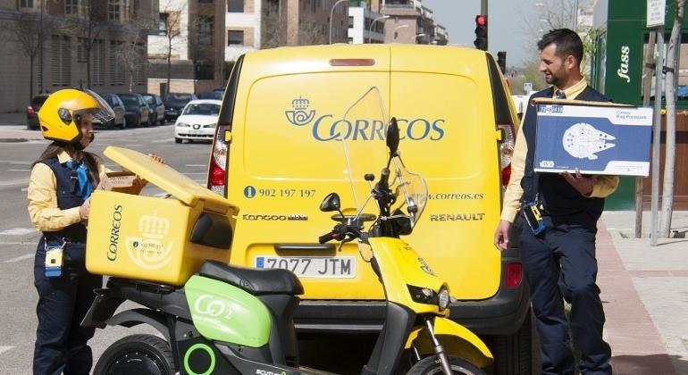 Correos-furgoneta-moto.jpg