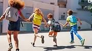 Nios vuelven al colegio con sus mochilas