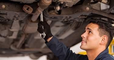 Los coches de Toyota y de BMW, los que menos pasan por el taller según la OCU