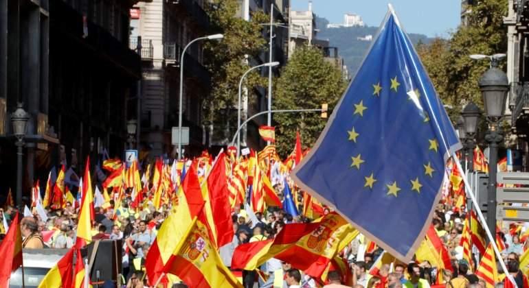 cataluna-manifestacion-constitucion-reuters.jpg