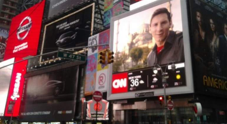 messi-times-square-770-1.jpg