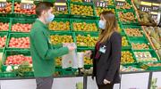 Imagen-trabajadores-de-Mercadona-con-las-nuevas-bolsas-compostables.png