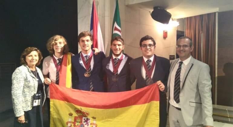 ganadores-olimpiada-internacional-fisica-rsef.jpg