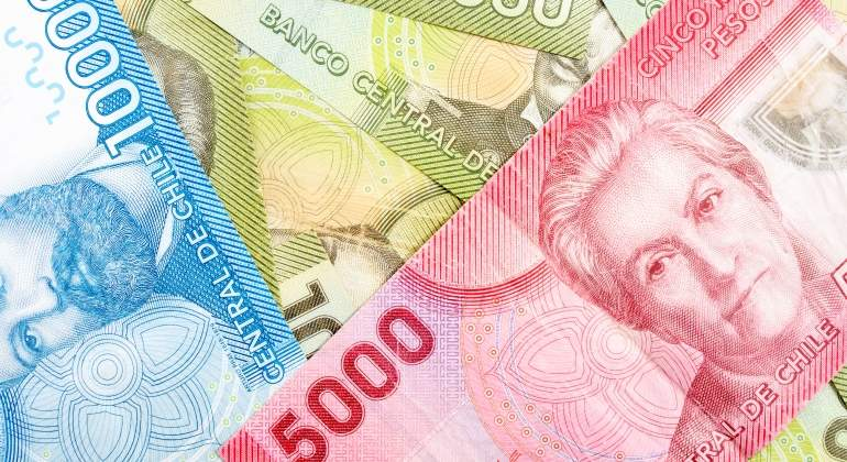 Varias denominaciones de billetes de pesos chilenos