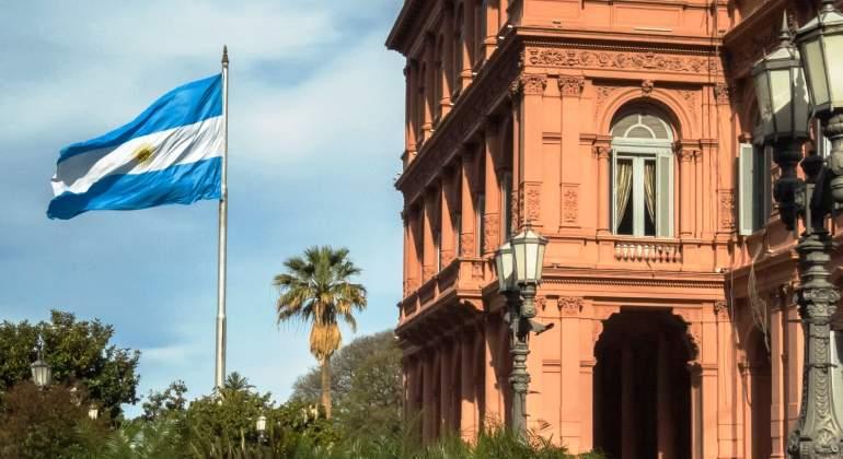 argentina-casa-rosada-bandera-istock.jpg