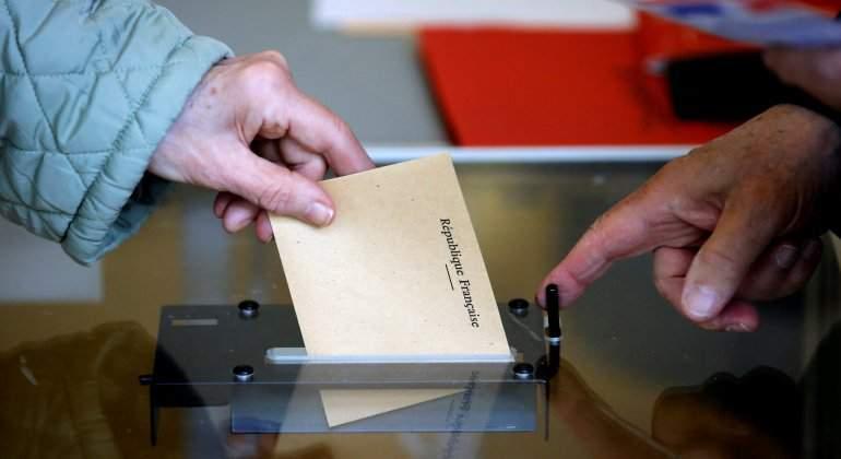 8f55a52bbcd La votación en la decisiva segunda vuelta que enfrenta al centrista  Emmanuel Macron y la ultraderechista Marine Le Pen ha arrancado ya este  sábado en los ...