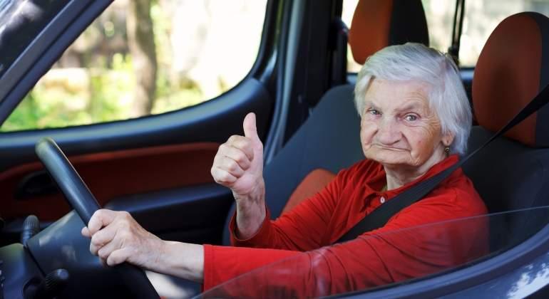 viejo-conduciendo.00.jpg