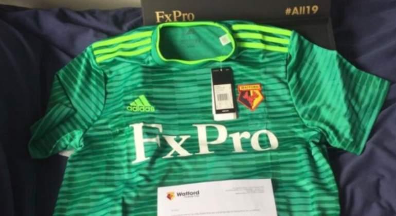 El Watford recompensa a los aficionados más leales fuera de casa  regalándoles la camiseta de visitante 0111c171278c7