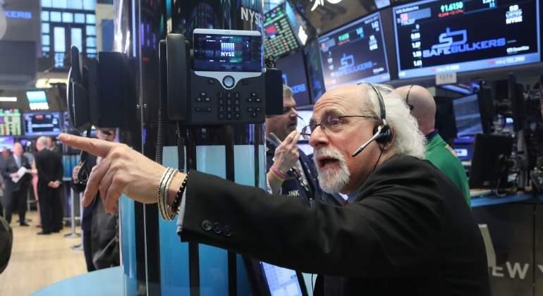 Wall Street pierde por venta de acciones tecnológicas