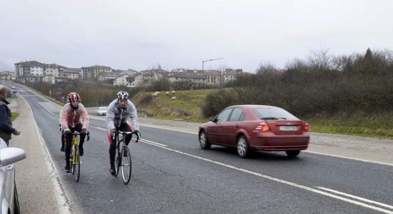 ciclistas-carretera-efe.jpg