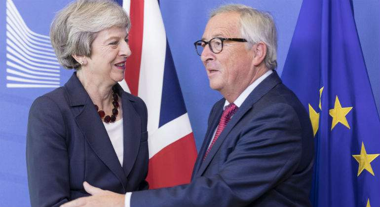 may-juncker-banderas-getty.jpg