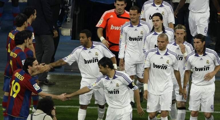 Pasillo-Barcelona-RealMadrid-Clasico-2008-Reuters.jpg