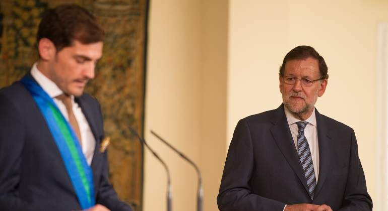 mariano-rajoy-iker-casillas-condecoracion-2015-getty.jpg