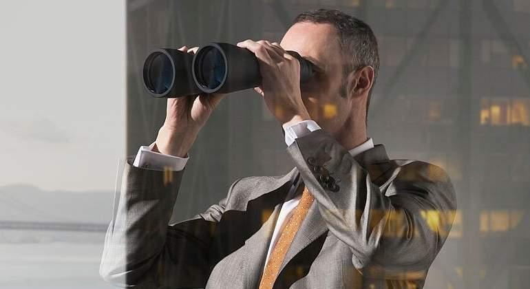 prismaticos-ejecutivo-getty.jpg