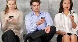 No somos adictos al móvil: tan solo necesitamos socializar