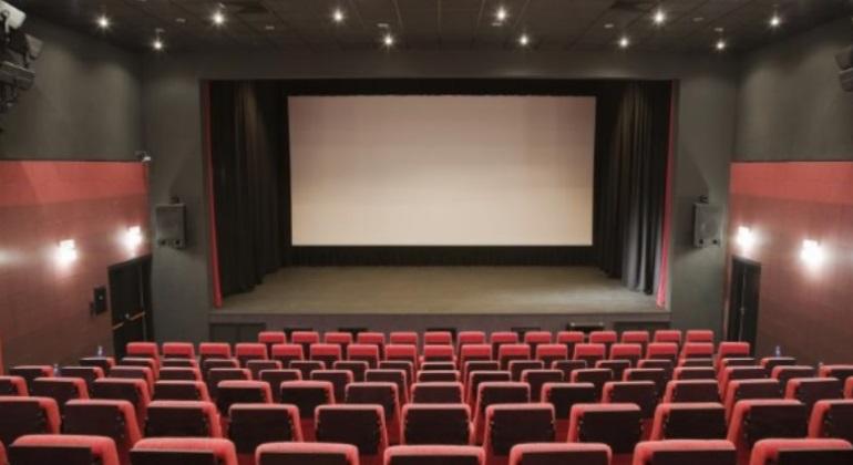 P nico en unos cines de fuenlabrada cuatro encapuchados - Fotos de salas de cine ...