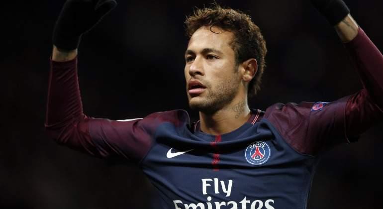 0bdd55ae6b Neymar no quiere volver a París y ordena a su padre que negocie su traspaso  con el Real Madrid
