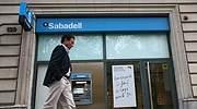 El Sabadell ajustará 2.000 empleos, el 12% de la plantilla, para seguir sin fusiones