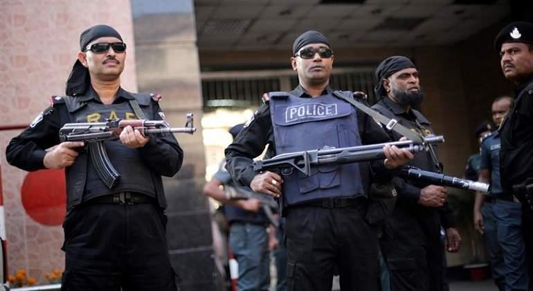 policiabangladesh-efe.jpg