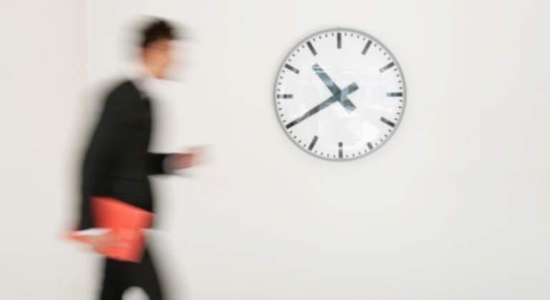 trabajador-reloj-rapidez-getty.jpg