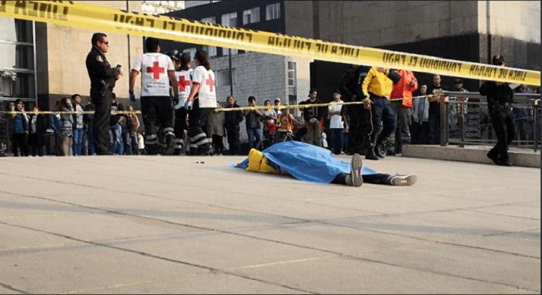 Hombre muere al caer desde el Monumento a la Revolución