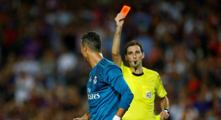 CR7-expulsion-CampNou-2017-reuters.jpg