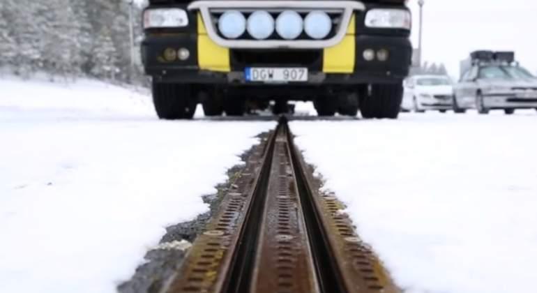 carretera-electrica-suecia-riel.jpg