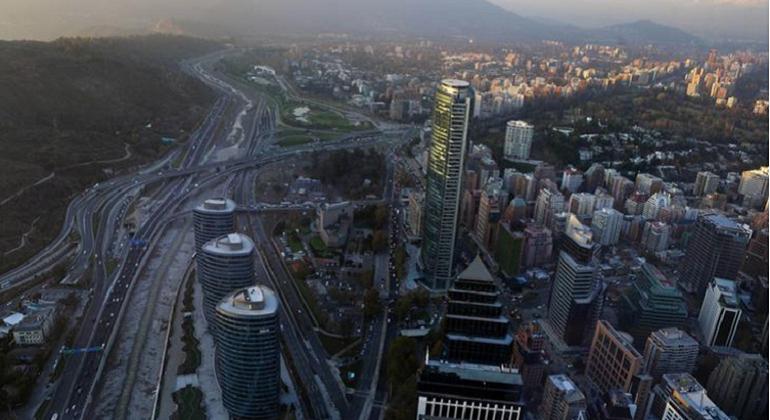 Banco Santander proyecta crecimiento de solo un 1% de la economía chilena en 2020