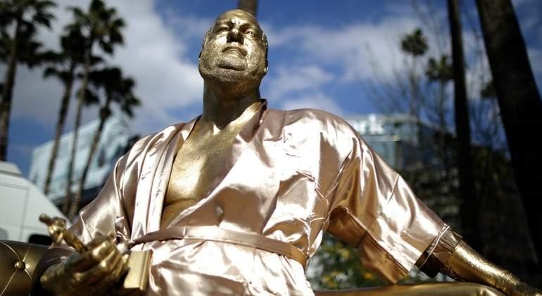 Colocan estatua cerca de donde se celebrarán los Óscar