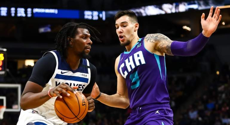 willy-hernangomez-hornets-wolves-2020-getty.jpg