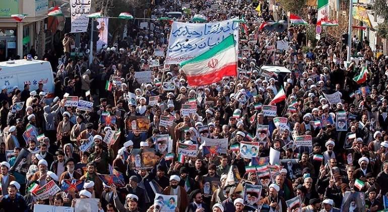 Petróleo opera cerca de máximos desde mediados 2015 por protestas en Irán