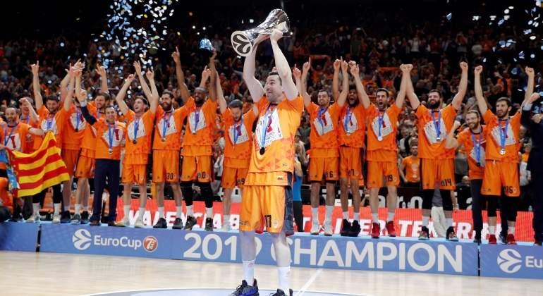 El Valencia Basket conquista su cuarta EuroCup tras imponerse al Alba Berlín de Aíto García Reneses
