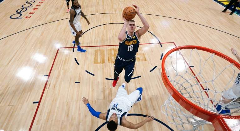 jokic-nuggets-mavericks-reuters.jpg